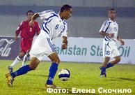 Одна из многочисленных атак футболистов Регар-ТадАЗ