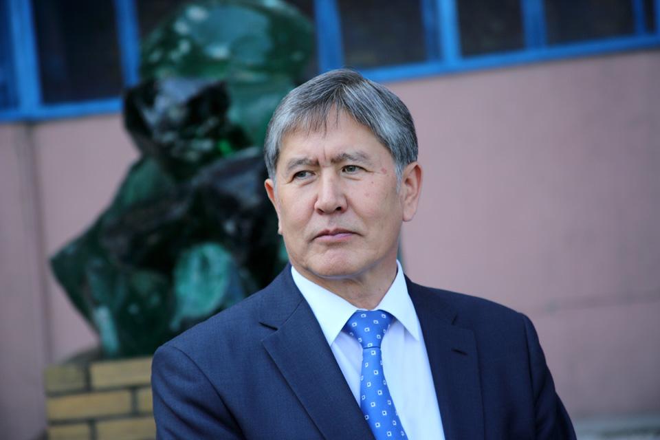 """Президент Алмазбек Атамбаев заявил о """"решительных мерах"""", если споры вокруг Кумтора не решатся в пользу Кыргызстана."""