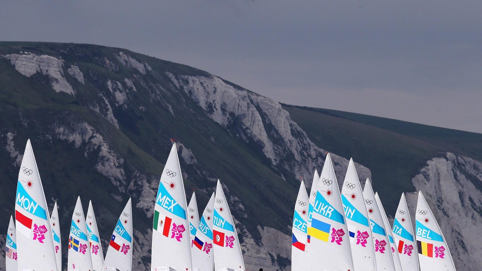 """Старт одной из гонок класса """"лазер"""" на Олимпиаде-2012"""