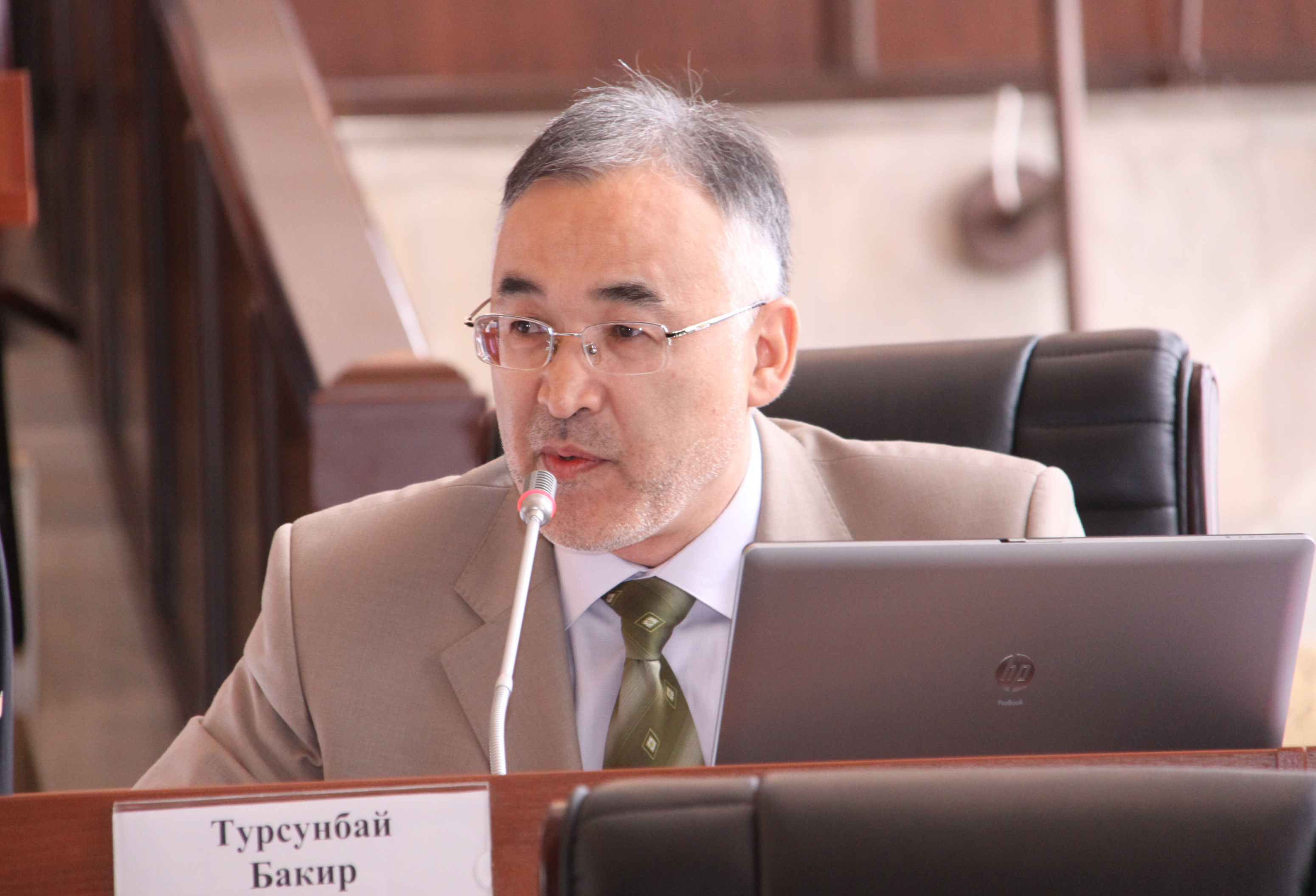 "Турсунбай Бакир уулу, депутат парламента от фракции ""Ар-Намыс"""