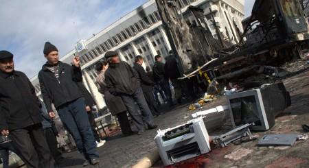 Центральная площадь Бишкека после апрельской революции