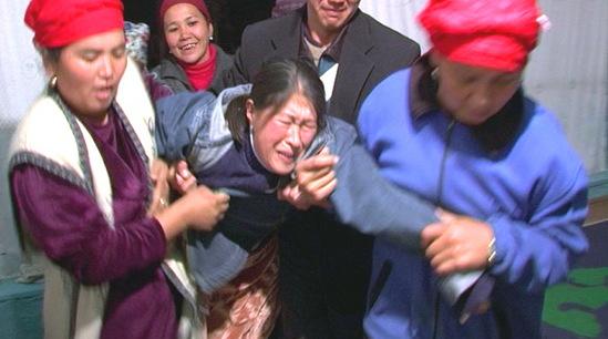 Кража девушки в Кыргызстане. Кадр из документального фильма.