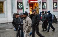 """Голосование кыргызскими мигрантами в России вызвало """"много споров"""""""