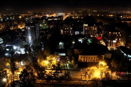 Центр Бишкека с музыкальной школой им. Шубина на переднем плане (снизу справа). Автор: Бектур Искендер.
