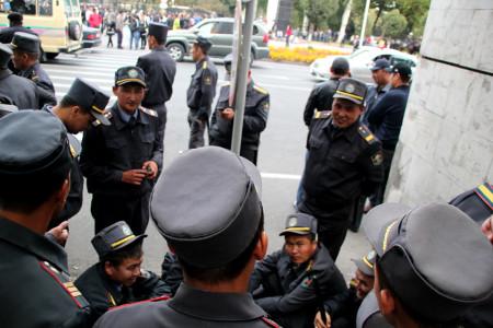 """Милиция на митинге за национализацию """"Кумтора"""""""