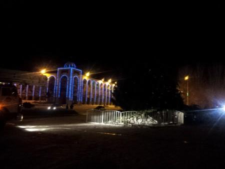 Площадь Ала-Тоо с упавшей ёлкой