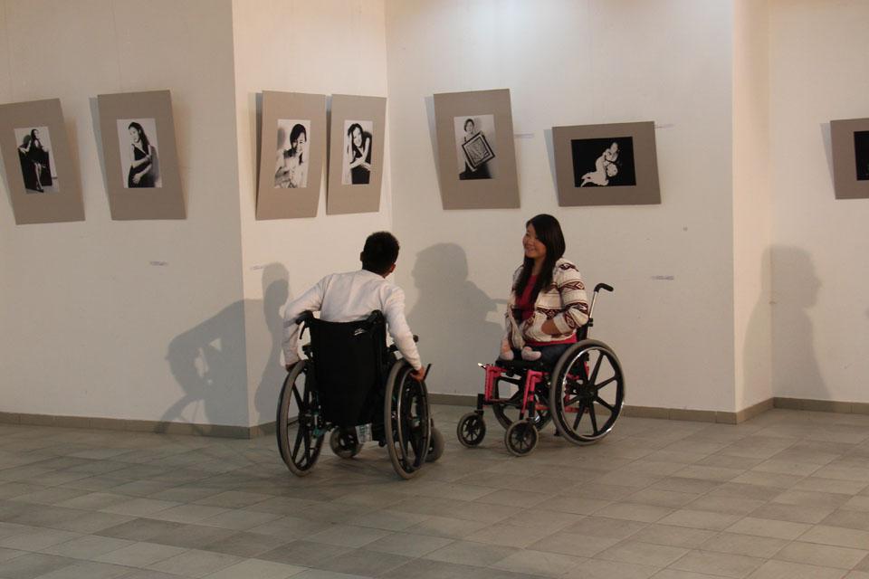 Фильм повествует о жизни парня, который в результате несчастного случая был прикован к инвалидной коляске.