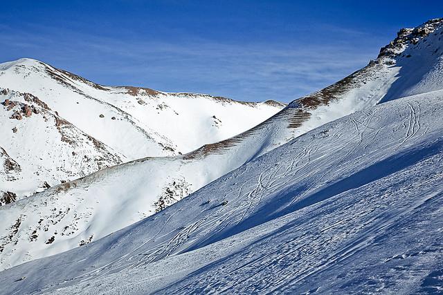 Снег в горах Кыргызстана - иллюстративное фото
