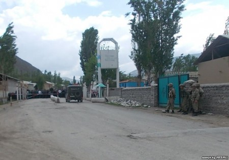 На границе у въезда в анклав Сох