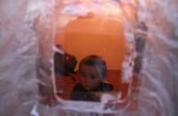 Курбанбек — самый младший житель заброшенного села Заравшан. Прожив с бабушкой свои четыре года, ребёнок лишь несколько раз выезжал в Бишкек к родственникам.