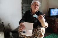 Несмотря на то, что Гүлбүбү является уроженкой Кыргызстана, она имеет гражданство Таджикистана.