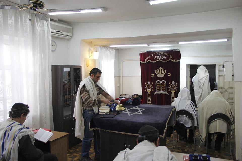 Внутри бишкекской синагоги. Фото: Илья Каримджанов