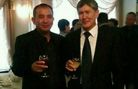 Водитель БТРа Абдраим Касымов с Алмазбеком Атамбаевым