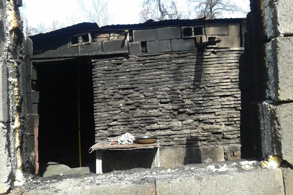 Сгоревшее здание в Джалал-Абаде