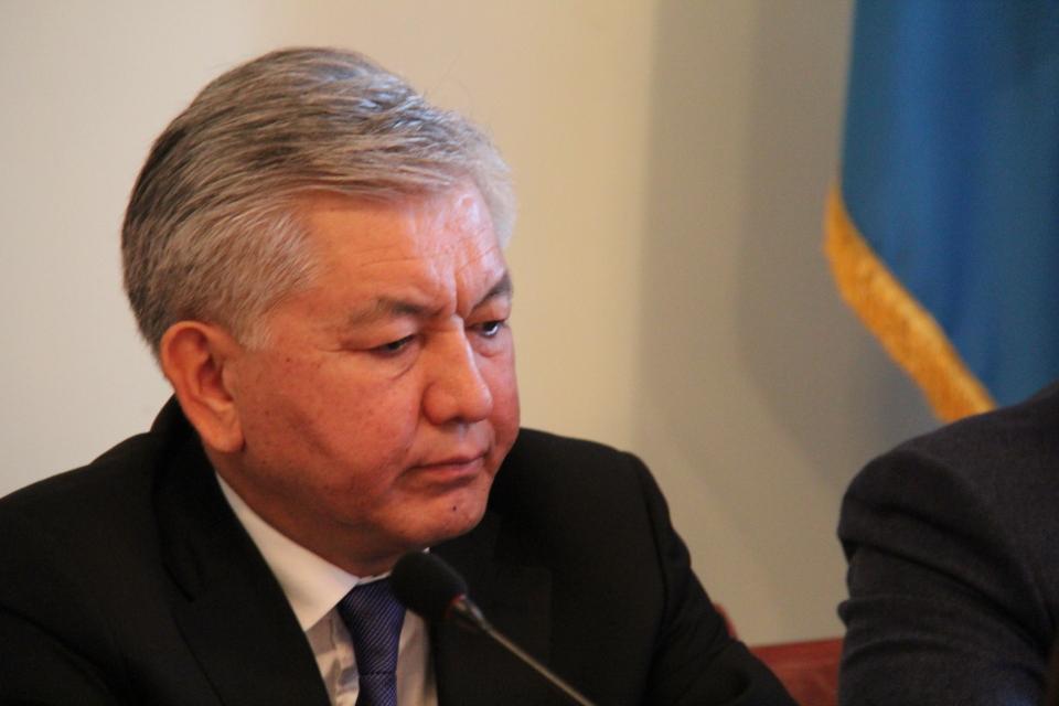 Иса Омуркулов должен сформировать новую коалицию за 15 дней. 5 дней уже прошли.