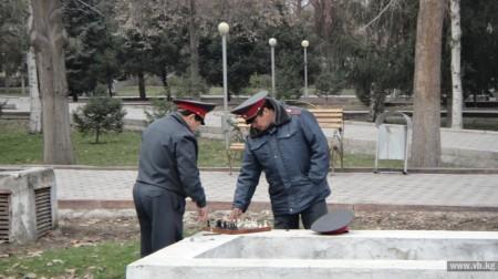 Милиционеры играют в карты