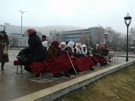 "Митингующие сторонники ""Ата-Журта"""
