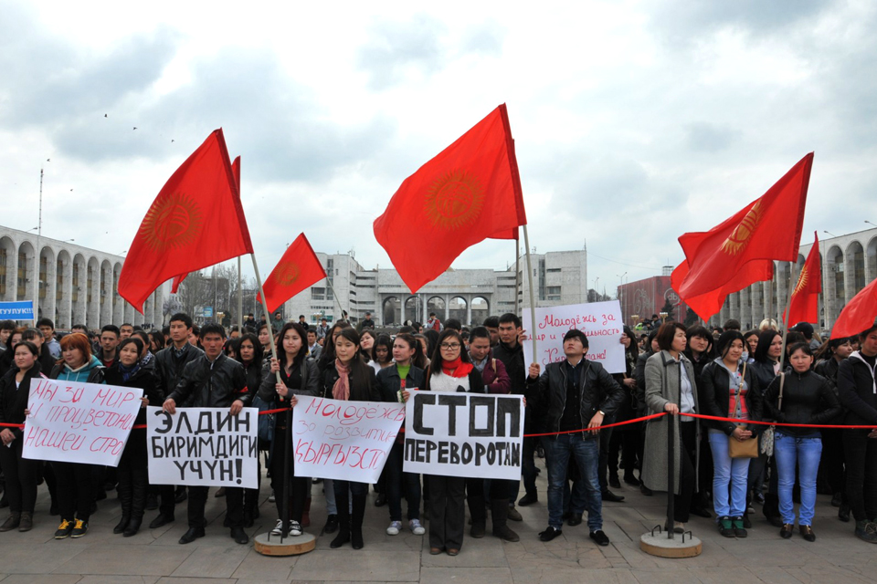Митингов в Бишкеке так много, что порой бывают митинги против митингов, как этот, прошедший 12 марта 2013 года.