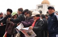На площади собралось около 200 демонстрантов