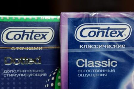 Слева - поддельный Contex с ошибкой в логотипе. Справа - настоящий Contex.