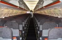 """У бюджетных авиалиний часто не бывает бизнес-класса, как у этого самолёта авиакомпании EasyJet. Фото: Кристофер Дойл, Фликр, лицензия """"Криэйтив Коммонс""""."""