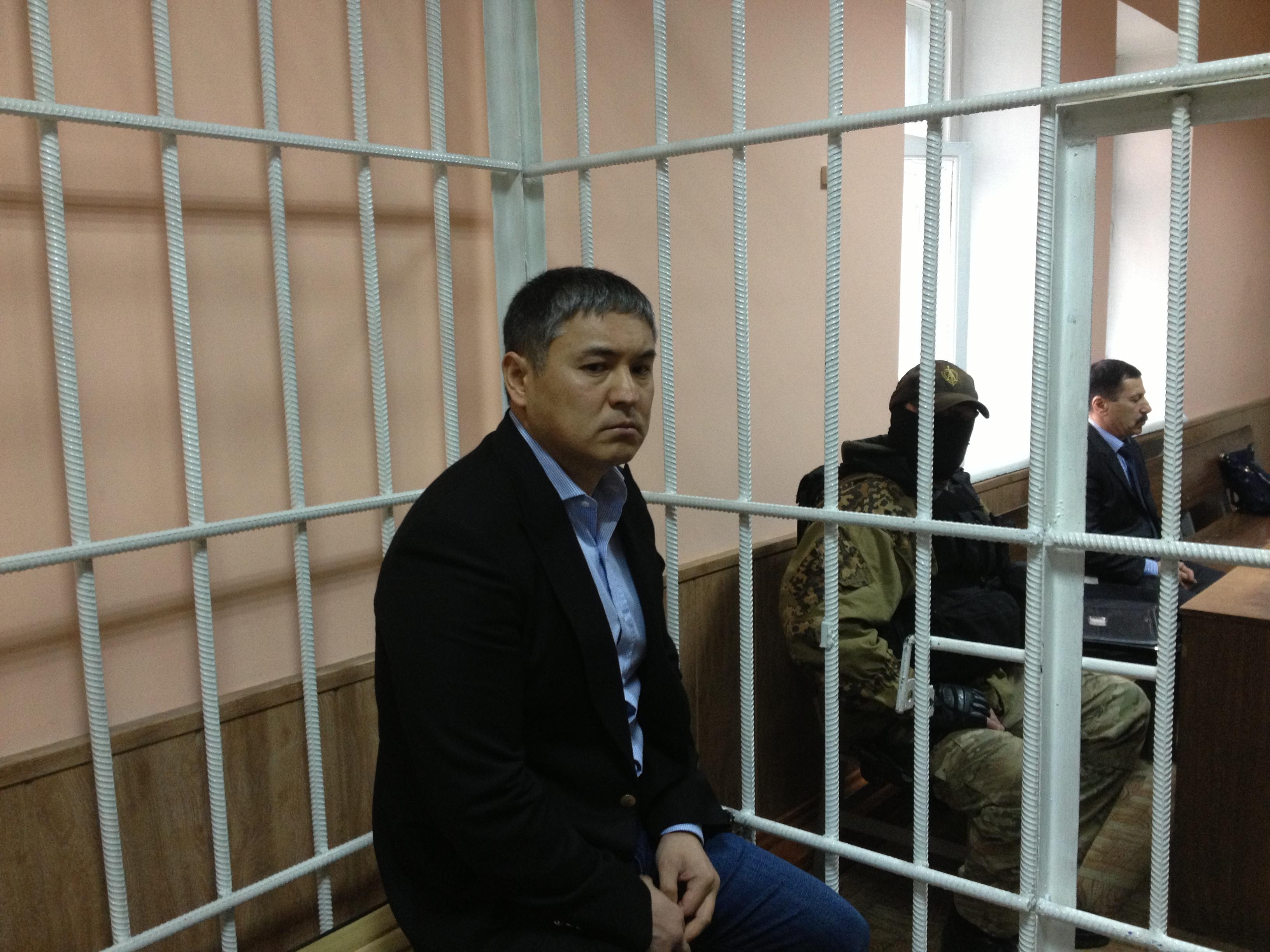 Камчы Көлбаев депутаттарга мыйзамдын катасын көрсөттүбү?