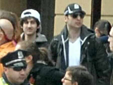 ФБР опубликовало на своем сайте фото подозреваемых в день теракта на марафоне в Бостоне