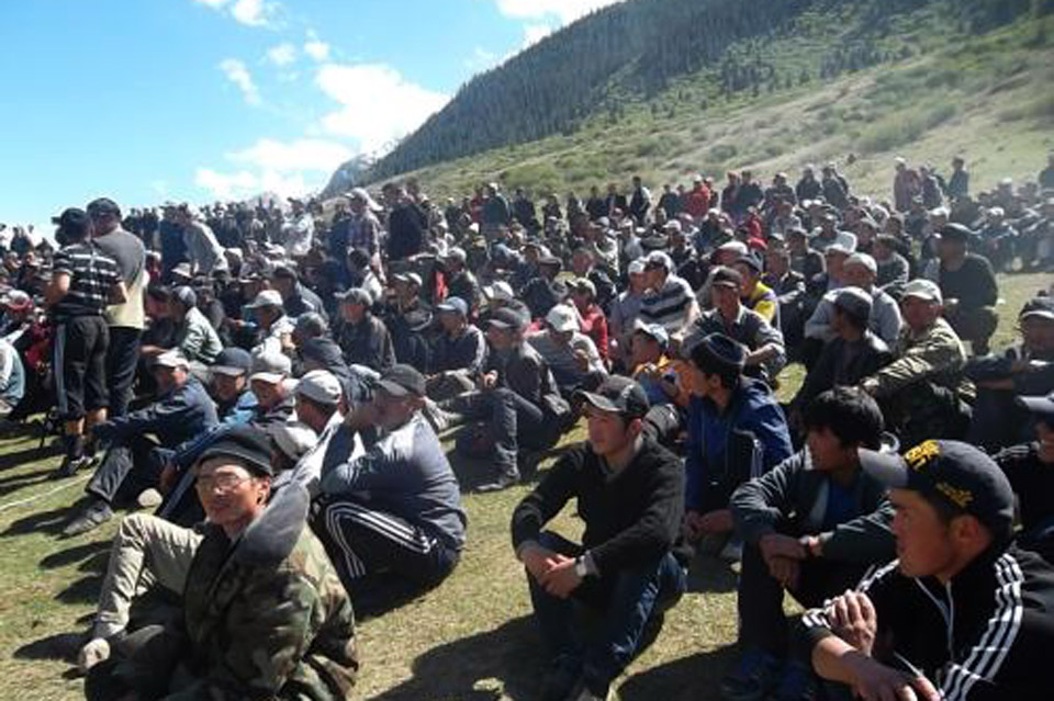 """Митинг возле месторождения """"Кумтор"""", 30 мая 2013 года"""