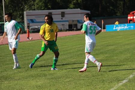 """Кристиан Карамбё в жёлто-зелёных цветах ошского """"Алая"""""""