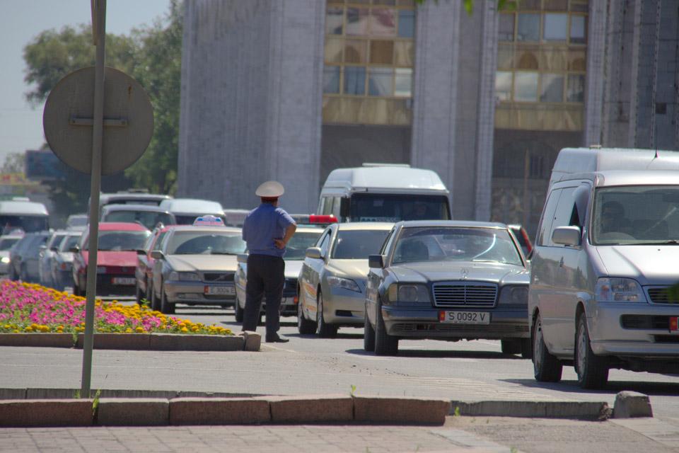 По словам организаторов, в акции приняли участие около 300 водителей, среди них были и владельцы леворульных автомобилей.