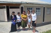 Азиза со своими ученицами.
