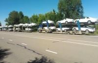 """Четыре автовоза с """"Кадиллаками"""", направляющиеся в госгараж."""