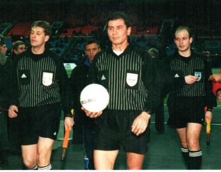 Колпаков на одном из матчей СССР по футболу (в центре).