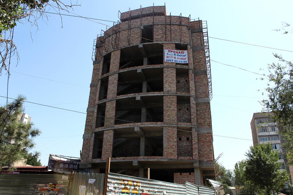 """6-этажный бизнес-центр в микрорайоне """"Восток-5"""" (возле торгового центра """"Изумруд"""") планируют закончить уже в октябре этого года."""
