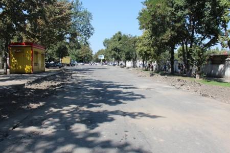 Работники столичной мэрии начали капитальный ремонт улицы Суеркулова (бывшая Донецкая).