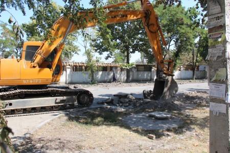 Капитальный ремонт улицы Суеркулова идет в первый раз со времени её постройки. Ранее проводился только ямочный ремонт.