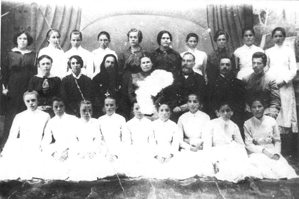 Примерно 1915 год. Гимназия Юнгмейстера. Пишпек.