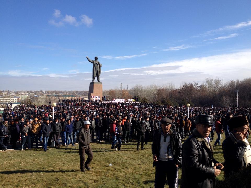 Задержание Келдибекова спровоцировало крупный митинг в Оше, 2 декабря 2013 года. Фото: Роман Базаров