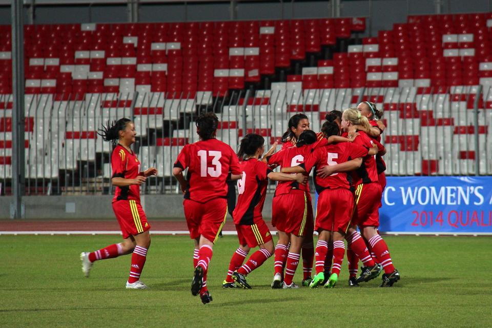 Несмотря на более сильных соперниц, кыргызстанки смогли забить два гола в отборочной стадии. На фото команда празднует гол в ворота сборной Бахрейна, 26 мая 2013 года. Фото: Гульжан Турдубаева