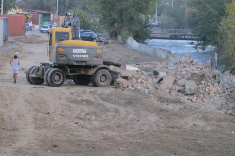 Начало строительства развязки в центре Оша, 25 сентября 2013 года. Фото: Камила Кожокматова