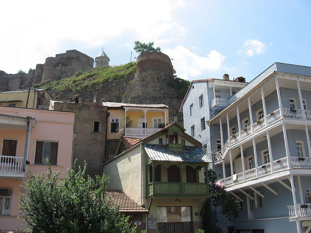 1024px-Multiple_levels,_Tbilisi