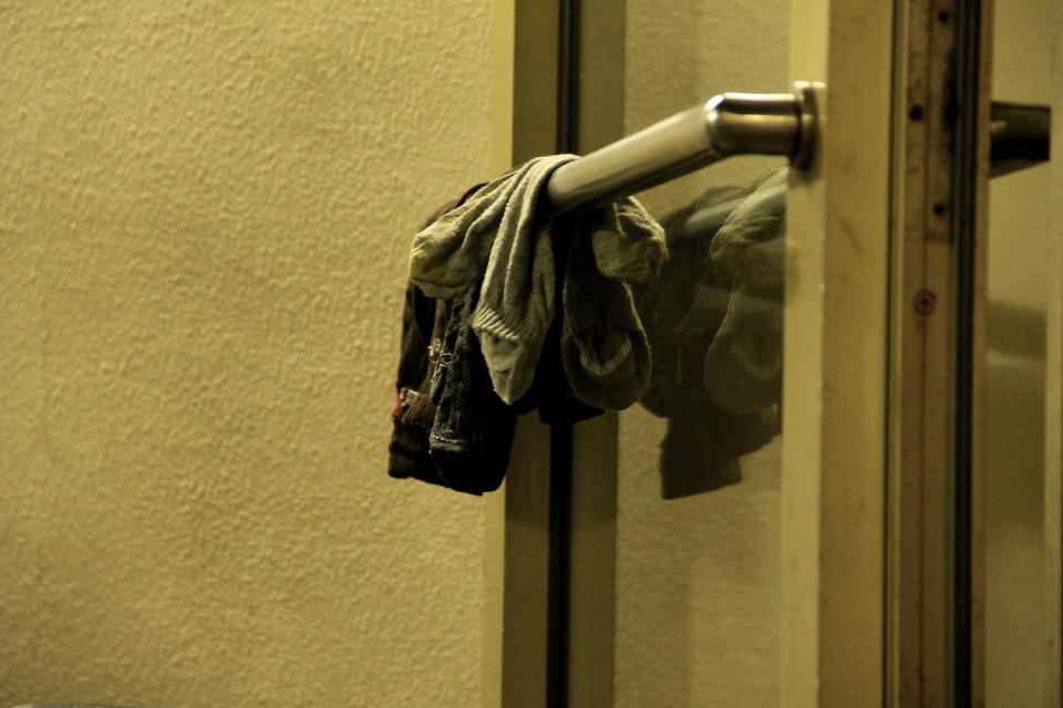 Постиранные носки на двери туалета. Фото: Таисия Ельцина