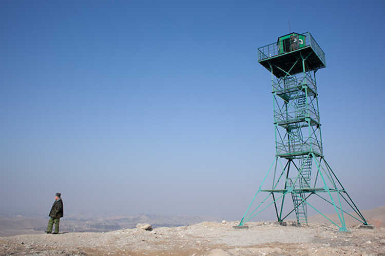 Кыргызстан сооружает новые сторожевые вышки в рамках мер по усилению границы.