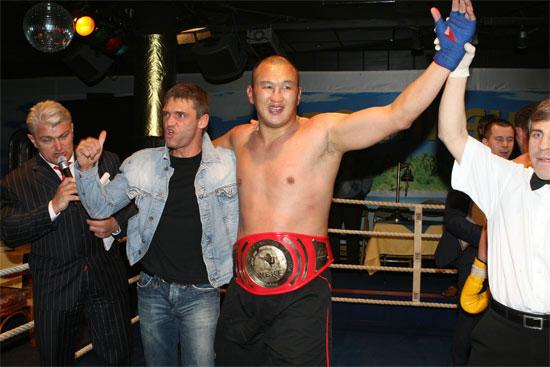 Абасов был известен в 2005-2007 годах как чемпион мира во кикбоксу по версии WAKO.