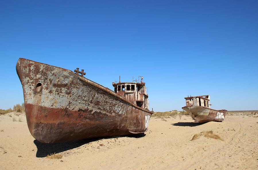 Ржавые корабли остались только на территории Узбекистана. В Казахстане их сдали на металлолом. Фото: Адриан Локнер