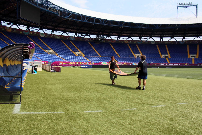 """Стадион """"Металлист"""" готовится к матчу Евро-2012. Это фото мне тогда запретили публиковать."""