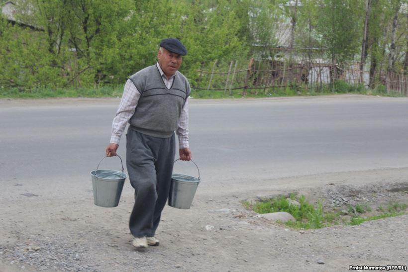 """Кроме газа, в Оше на прошлой неделе на два дня отключили воду. Фото: Эрнист Нурматов, """"Азаттык"""""""