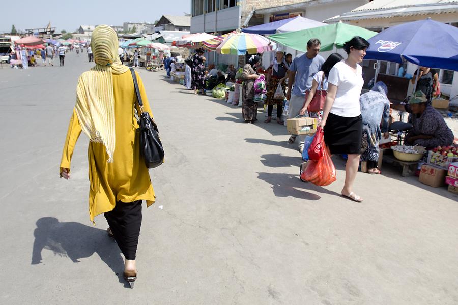 Хоть и став вновь центром торговли в Оше, знаменитый базар, похоже, занимает лишь половину своей былой площади.