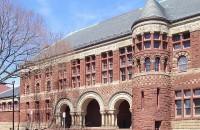 Один из корпусов Гарвардской школы права