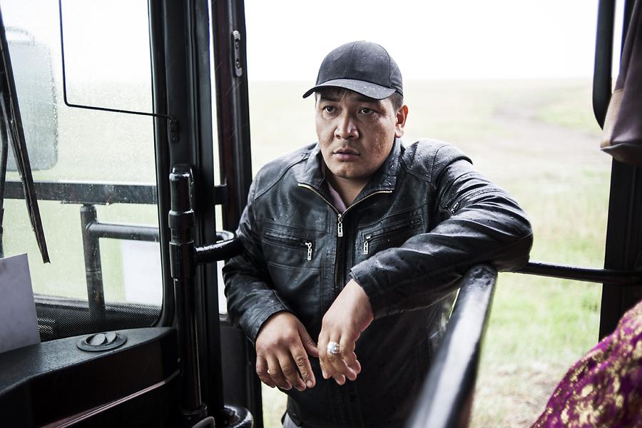 Уйгур из Кыргызстана по имени Фархат едет в Рязань работать в японском ресторане.